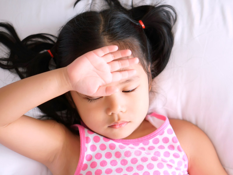 Dolor de cabeza tensional en niños durante el viaje