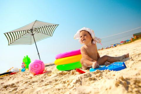 articulos que debes llevar para tu bebé a la playa