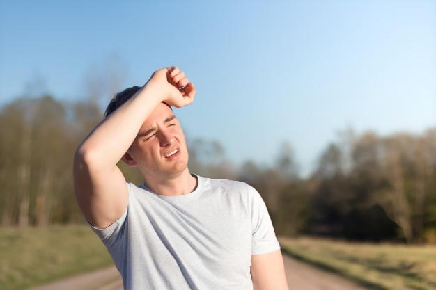 La relación del sol y el dolor de cabeza